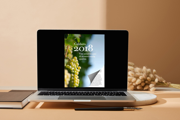 Flip Book software sul laptop con un effetto di capovolgimento di pagina