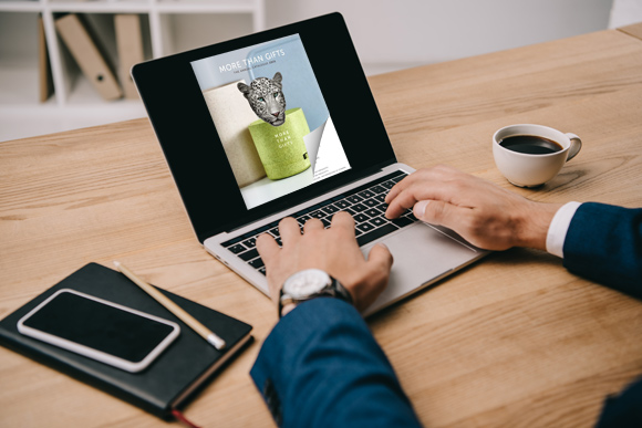 Flipbook free sul laptop con un effetto di capovolgimento di pagina