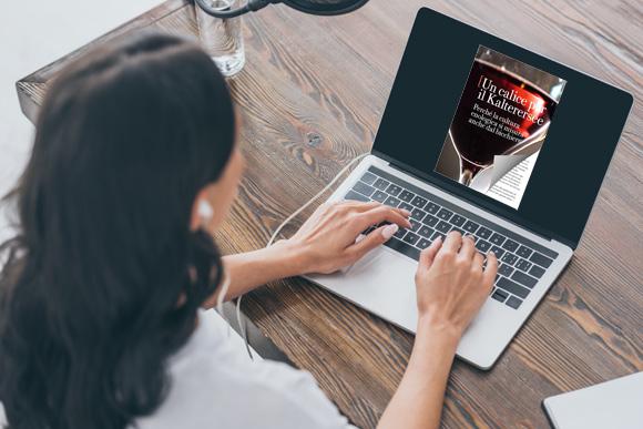 Flipbook online sul laptop con un effetto di capovolgimento di pagina