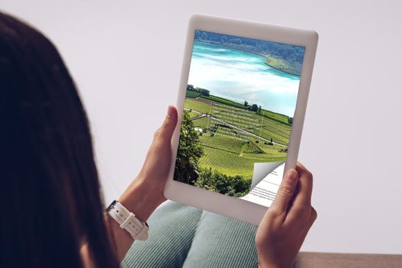Flipbook PDF sul tablet con un effetto di capovolgimento di pagina